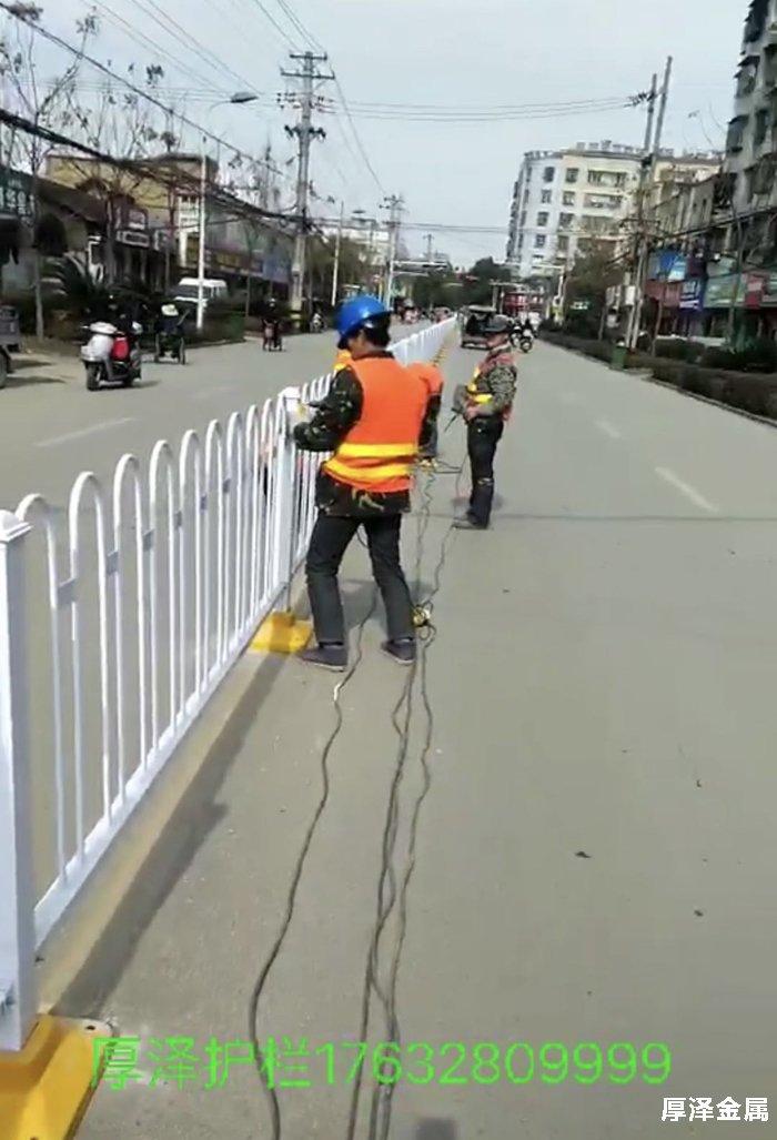 京式交通护栏安装