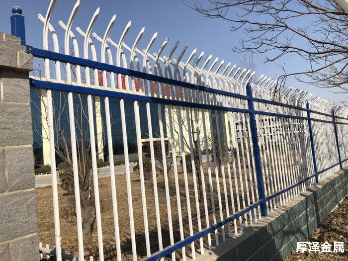 <b>锌钢围栏优势</b>